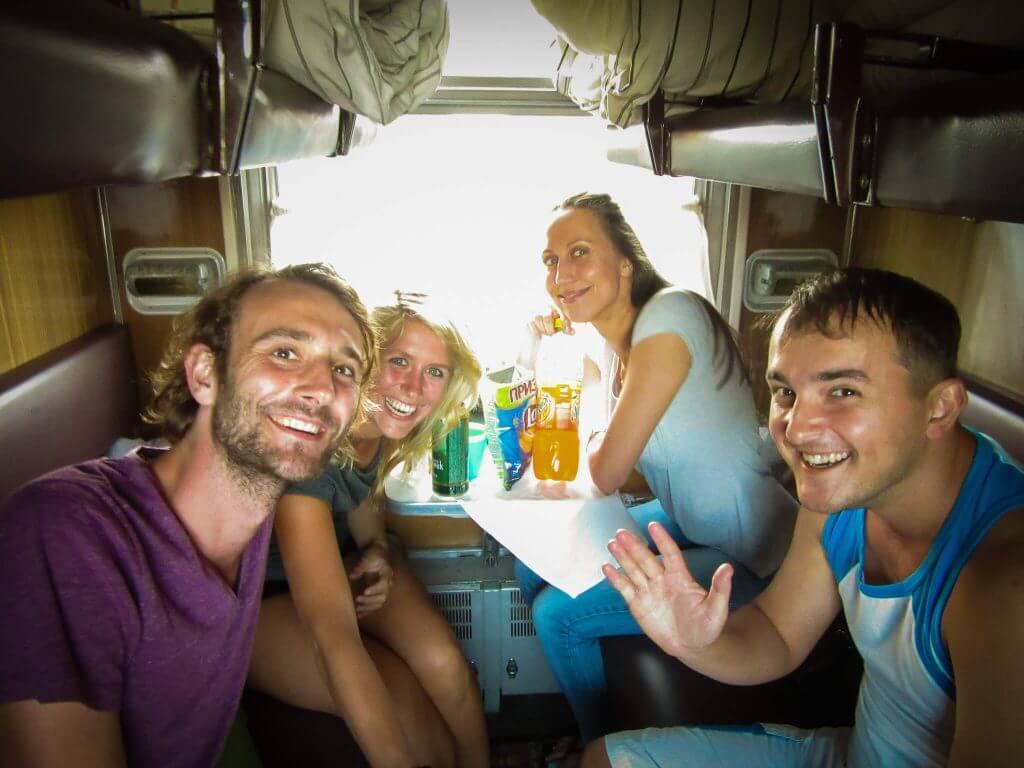 Met Russische medereizigers in de Transsiberië Express