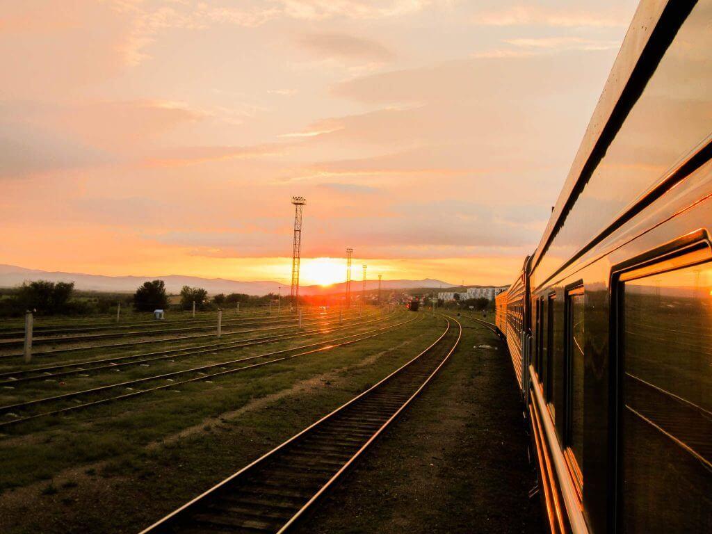 Zonsondergang onderweg met de Transsiberië Express