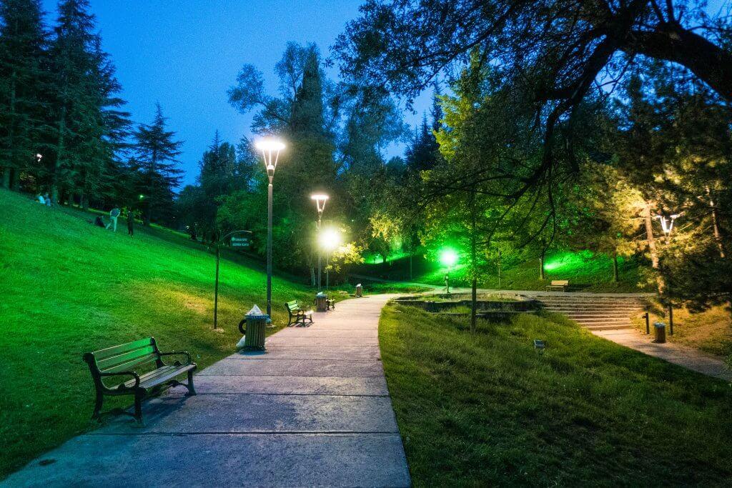 Segmenler Park in Ankara in de avond