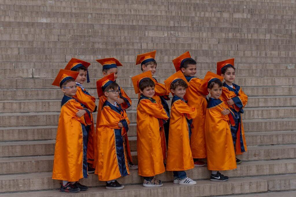 Kinderen poseren bij Anitkabir