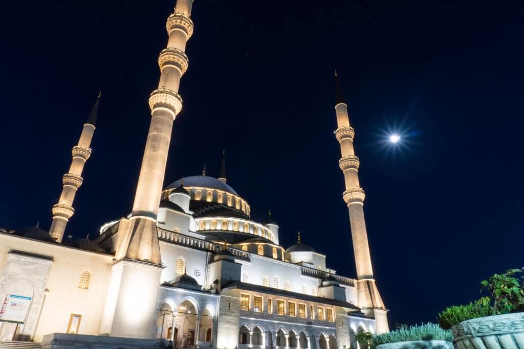 Kocatepe Camii in Ankara in de avond